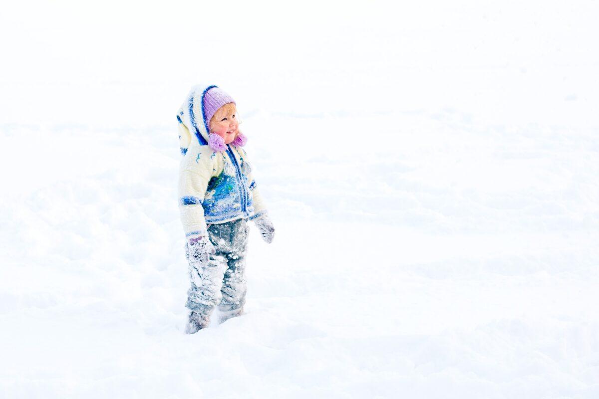 Längdskidåkning passar både barn och vuxna. Se till att jämföra utbud och storlekar när du väljer längdskidor för barn. Längden på skidor och stavar är extra viktigt.