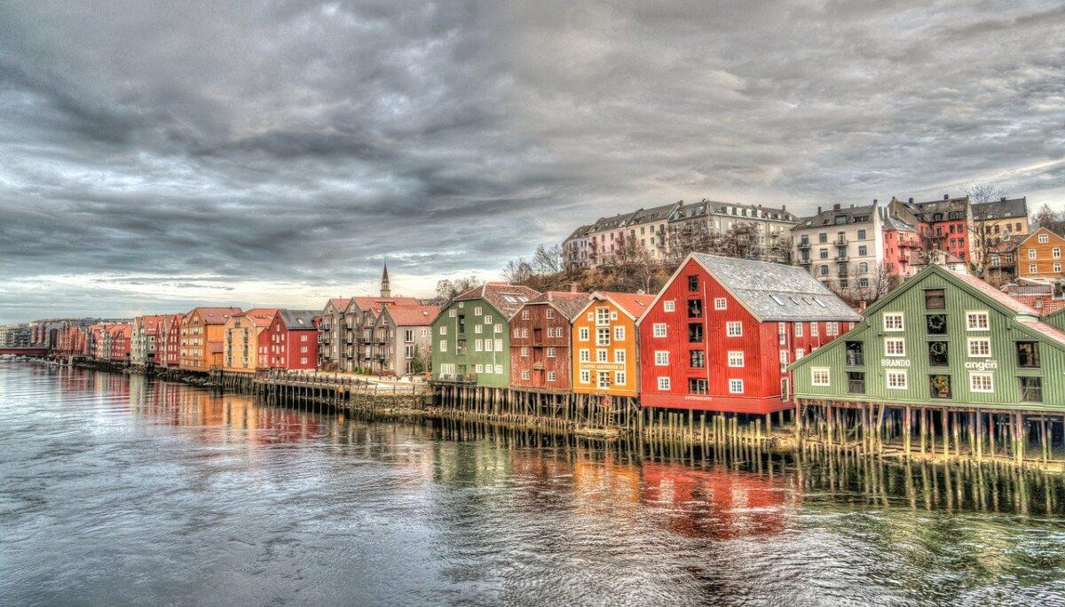 Tåglinjen Dovrebanan går från Oslo till Trondheim (på bilden).