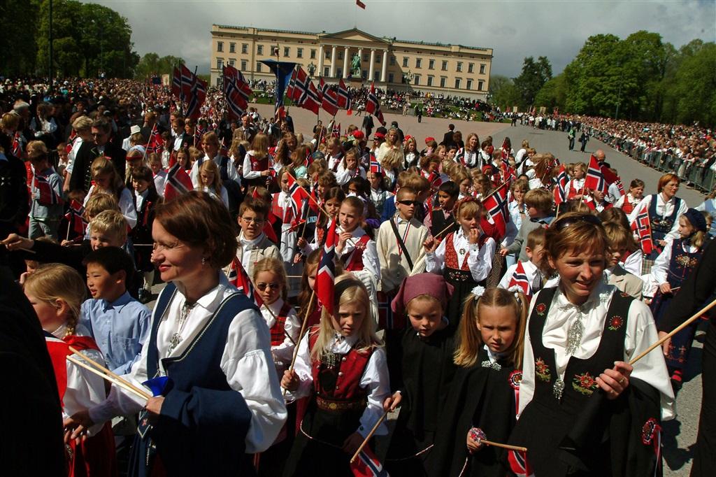 Nationaldagsfirandet i Oslo den 17 maj kan vara väl värt ett besök om du planerar att resa till Norge.