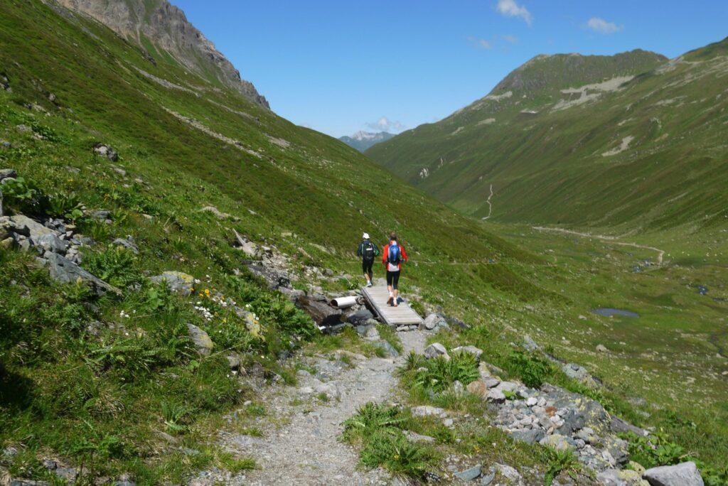 Trail på väg ner från Keschhütte och Sertigpass mot Davos.