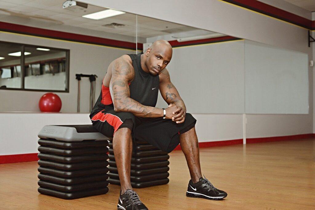 Träna på gym för jägarvila
